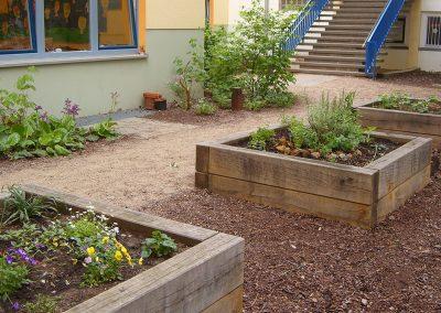 Um- und Neugestaltung von zwei stark frequentierten Schulhöfen sowie kleiner Hof für den Schulhort